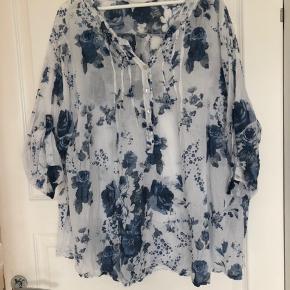 Sød skjortebluse / tunika / kort kjole i let stof Lettere transparent