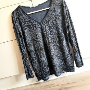 Smuk bluse med glimmer str m/l, fejler intet, sendes med Dao:)