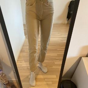 Jeans i beige fra envii i str. S/36