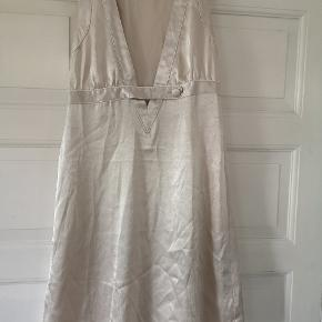 Fin guld kjole str. L