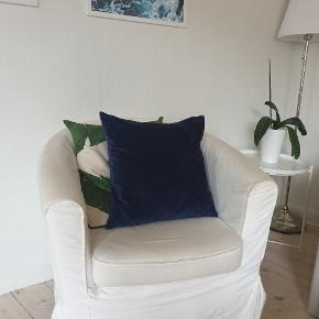 Great chair, washable covers, no visible stains.
