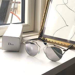 Solbrillerne blev købt i London for 3900kr. Solbrillerne er i perfekt stand og har ingen skader.