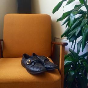 Fine sko fra Asos. Nyprisen var 400 kr. De er i god stand, men lidt slid på sålen indvending - dog ikke noget der skal skiftes, bare farven der er lidt slidt. Kan sende flere billeder, bare skriv :-)  Mp: 99 kr :-)