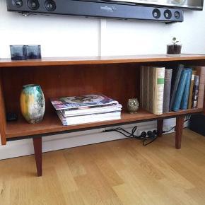 Rigtig fint tv-møbel i teak.