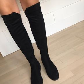High-knee boots - aldrig brugte og fremstår helt nye.