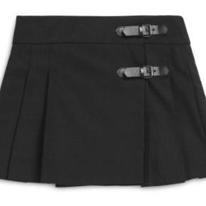 Nederdel i uld med læderremme Oprindelig købspris: 2200 kr.