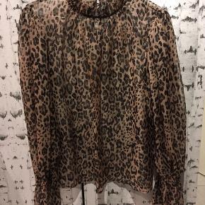 Passes af 36/38 Gennemsigtig leopard skjorte  !!! ALT BLIVER FJERNET D 1 MAJ, OG GIVET TIL RØDEKORS OG KIRKENSKORSHÆR !!!
