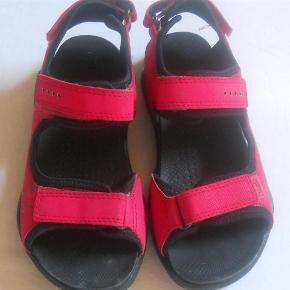 Varetype: Sandaler Farve: Rød Oprindelig købspris: 549 kr.  Fine sandaler som kun er brugt få gange, så ingen slid eller mærker.  Bytter ikke.