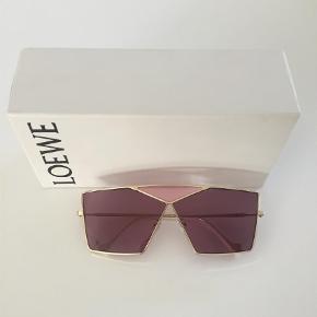 Varetype: Solbriller Størrelse: N/A Farve: Guld Kvittering haves.  MP 1650kr