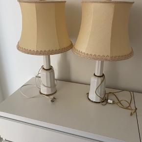 Sælger disse to lamper med tilhørende lampeskærm og pærer. De Ernie flot stand og virker begge to. Sælges kun samlet.
