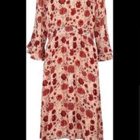 Virkelig smuk kjole, kun båret på en gang, til min datters konfirmation😊