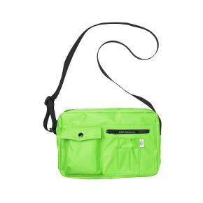 Ny taske. kan anvendes både som crossbody og som skuldertaske. har mange udvendige og indvendige rum.  Sælger også en pink bumbag - samme mærke
