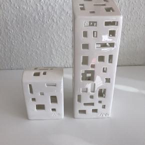 Kähler urbania lyshuse. Den høje er 20cm den lille er 10 cm. Fejler intet har kun stået til pynt.  NP for den stor 249,95kr og den lille 149,95kr.  Sælges samlet eller hver for sig.