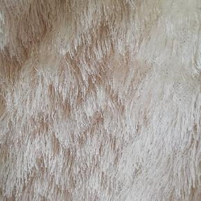 """Fin cardigan med """"pels"""". Brugt ganske få gange. Mærket klippet ud, men den er fra H&M. Tager ikke billede af tøjet på. 🌺"""