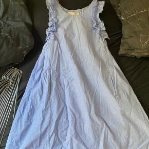 Sælger denne sygt smukke kjole fra zara i str 140. Byd!