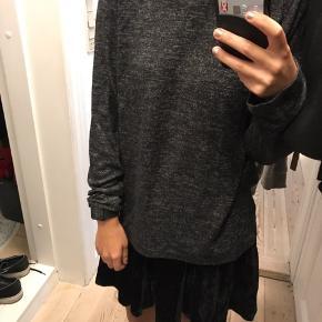 Jeg sælger denne lækre trøje fra Pieces i str xs.  • Kan hentes i Århus C  • Sendes med DAO - køber betaler • Tager imod MobilePay og kontant