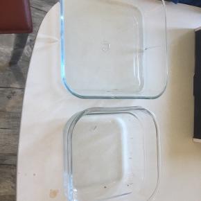 Sælger følgende   1 Rosendahl 4-kantet skål - 75 kr.   1 ukendt 4-kantet skål - 40 kr.   Køb begge til 100 kr 😁   - Sælges på flere sider ⭐️