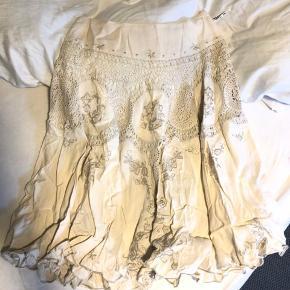 Fin nederdel - brugt få gange - str.36