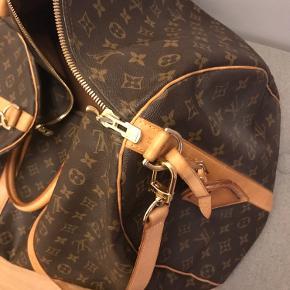 Louis Vuitton  Keepall 60-rejsetaske i læder fra Louis Vuitton Pre-Owned med håndtag i toppen, kernelæder skulderrem, en lynlåslukning, et hængende lædermærke og et heldækkende monogramtryk.   Super flot stand, meget meget små brugstegn. Kun små stænk fra vand, på det lyse læder. Alt guld er 100% er uden slid🦋  Købt i LV i København  Tasken sendes ikke - sælges kun ved afhentning.