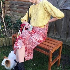 Skøn gul sweater☀️ Nederdelen er også til salg. Sælger sættet til 150kr  Sender med DAO på købers regning