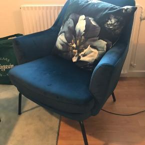 Sælger min lænestol, der er cirka et år gammelt.   Den fremstår som ny og er købt for 1999kr Jeg sælger den for 600kr, og kan afhentes i Aarhus C 😊
