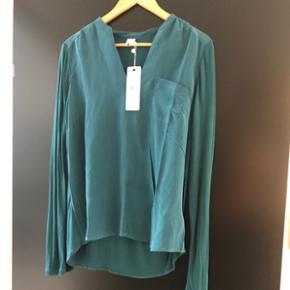 Helt ny bluse fra Saint Tropez i 100% silke  Stadig med mærke