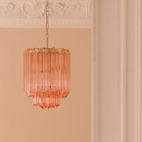 Flotteste vintage murano lampe 💕🌸   110cm i længden med kæde  50cm uden kæde  32cm i diameter   Sender gerne 📦