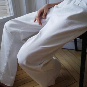 Sælger disse super fede baggy jeans fra Zara.  Skriv endelig for flere billeder.  Byd endelig ☺️