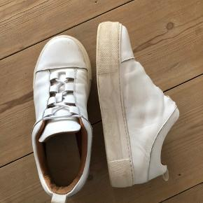 Chunky hvide sneakers fra Selected
