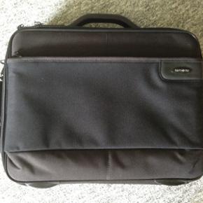 PC taske fra samsonite er som ny