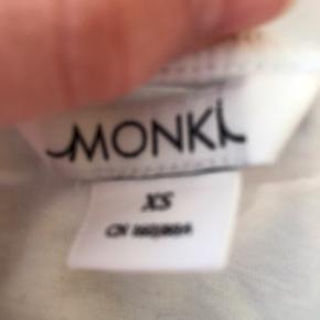 Monki t-shirt Xs Elsker den, men bruge dsv ikke nok. Byd