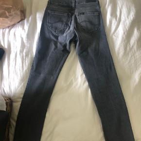 Nye Lee jeans. Aldrig brugt grunder fejlkøb. Buksen svarer til en 34/36.