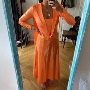 - Glimmer kjole med bindebånd  - Aldrig brugt - Str 1, passes af en XS og S - Sælges kun til rette pris 🤞🏼