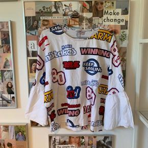 Sælger denne fine bluse fra Zara, med puf ærmer, i en str.m, og i fin stand💛