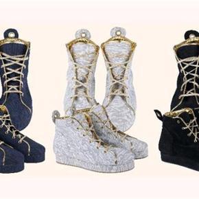 Varetype: De smukkeste Magnifique sko - sneakers Farve: Grå  Oprindelig købspris: 1800 kr.   De er så lækre og helt fantastiske at gå i  Normal i størrelsen. .