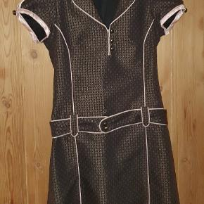 Super flot retro kjole fra by groth str small Er så lækker.