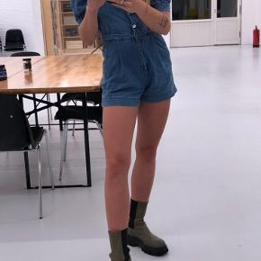 denim bukse(shorts)dragt ✌🏼✌🏼str 36 men svarer nærmere til 34 !   ((tryk på billederne for fuld størrelse))