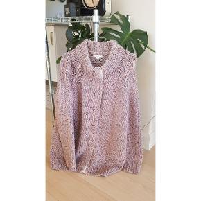 Fed super chunky sweater cardigan fra COS. Kan ikke huske materialet men er lækker blød og varm. Lukkes med trykknapper. Har lommer #30dayssellout