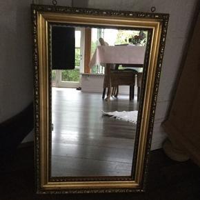 Flot gammelt spejl med patina. 30 cm bred og 47 cm høj.