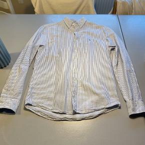 Lækker skjorte som er blevet brugt meget få gange   Husk og tjek min profil, for andet tøj
