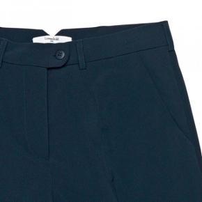 *I FARVEN SORT*Helt nye Lovechild bukser og sælges kun da de er blevet købt i for stor str og jeg ikke nåede at få byttet dem. De er str 36 og købt i Nué i København og er stadig i indpakning med mærke i.  Original pris: 1600kr