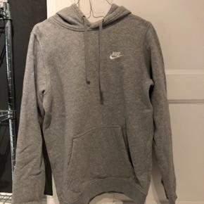 Sælger min grå Nike Hoodie :)  Cond 7/10.  200 DKK - BYD