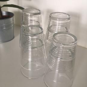 Ikea glas, 4 store og 4 små. Afhentes GRATIS!
