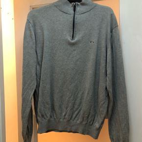 Langærmet trøje str M  En smule lille i str  Mærket er Cosby  Køber betaler porto  Kan afhentes i Valby