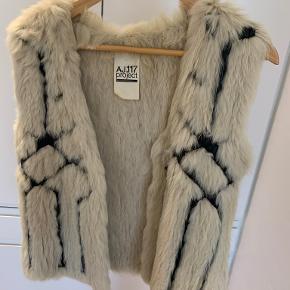 AJ117 Project vest