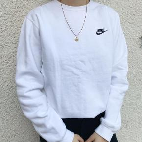 Nike sweatshirt, næsten aldrig brugt. Passer en S/M