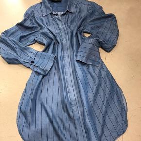 Fin skjorte tunika sælges str. 36 Oversize stil Sender gerne 38.-