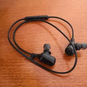 Jabra Halo Free Bluetooth høretelefoner købt herinde. Sælges da jeg har købt helt trådløse. Kun brugt få gange.
