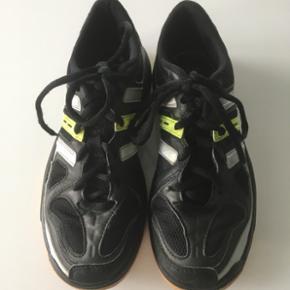 Adidas sko til drenge