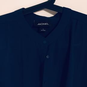 Smuk skjorte sælges da jeg ikke får den brugt.